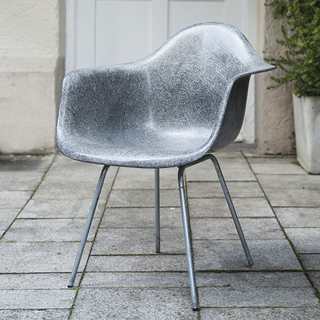 Eames_armchair_elephant_grey_1