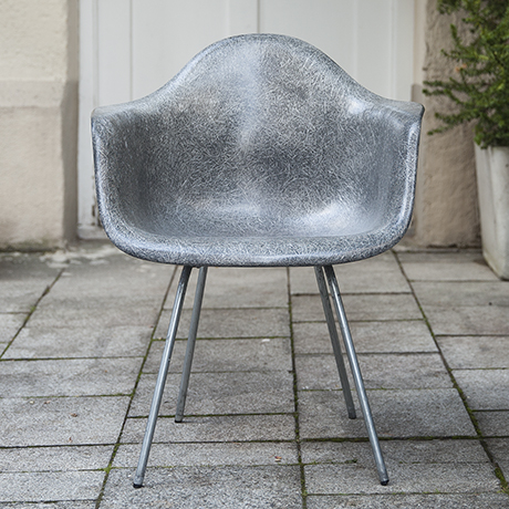 Eames_armchair_elephant_grey_2