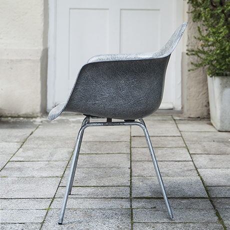 Eames_armchair_elephant_grey_3