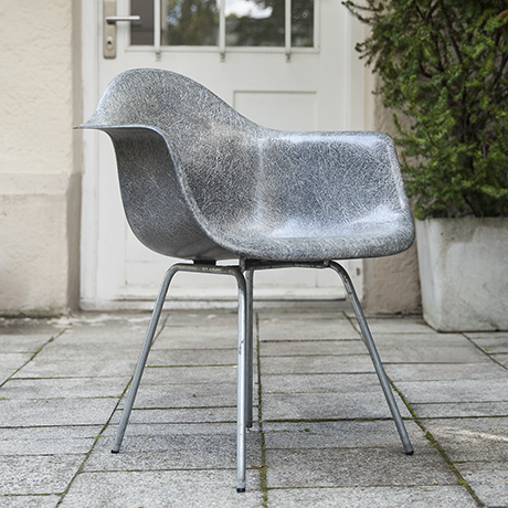 Eames_armchair_elephant_grey_4