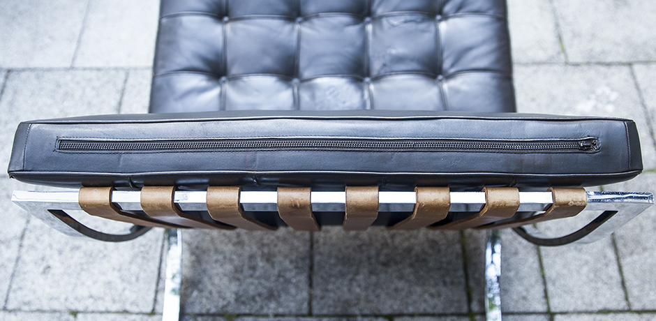 Mies_van_der_Rohe_lounge_chairs_leather_8