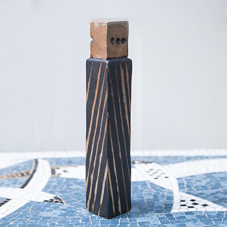 Asshoff_ceramic_object_striped_stone