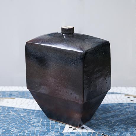 Schlichtes DesignAsshoff_vase_ceramic_brown_squared
