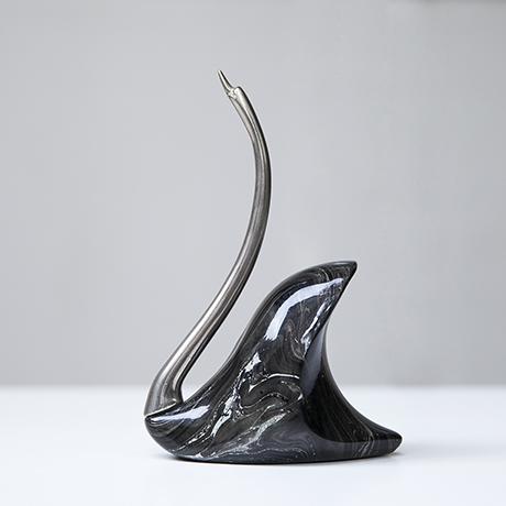 De_Stijl_Schwan_Skulptur_Figur