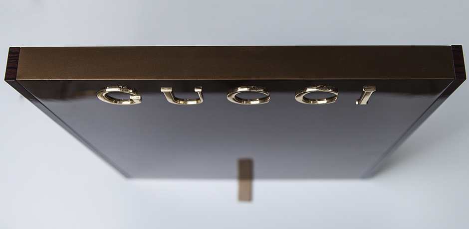 Gucci_advertising_display_stand_4