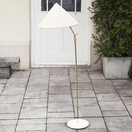 Schlichtes DesignKalmar_floor_lamp_chinese_hat