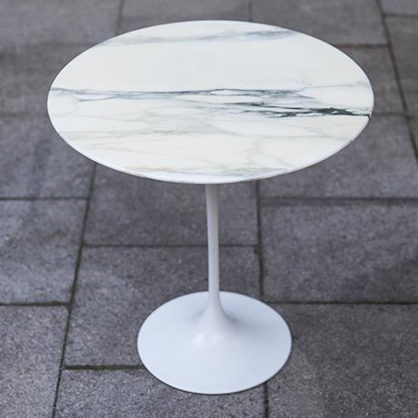 Eero_Saarinen_marble_table_design