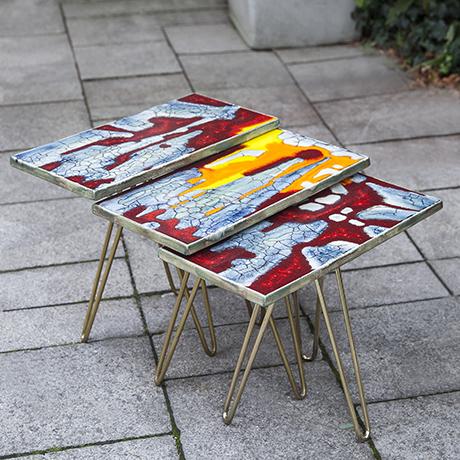 Majolika_tripod_nesting_tables_ceramic