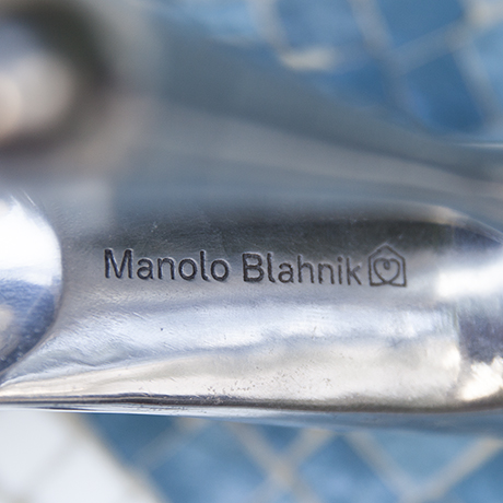 Manolo_Blahnik_shoehorn_signed