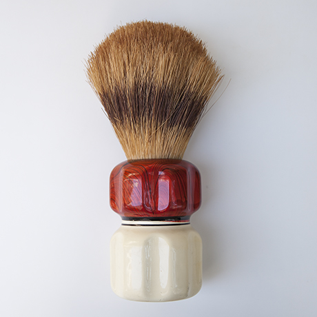 shaving_brush_bakelite_red_white