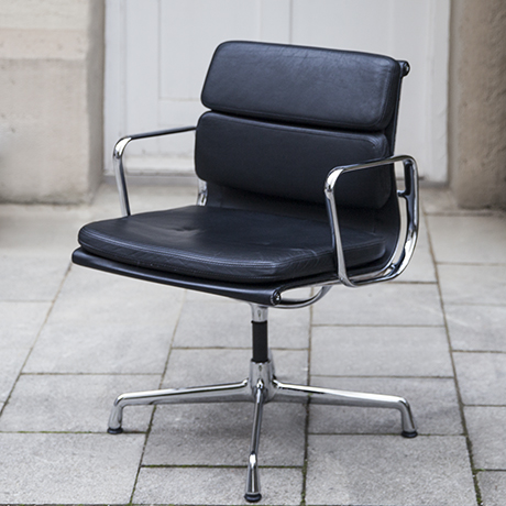 Eames_vitra_pad_chair_black_leather_2
