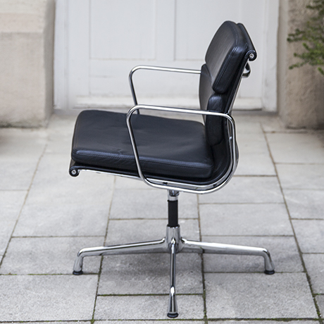 Eames_vitra_pad_chair_black_leather_3