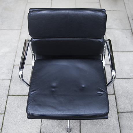 Eames_vitra_pad_chair_black_leather_8