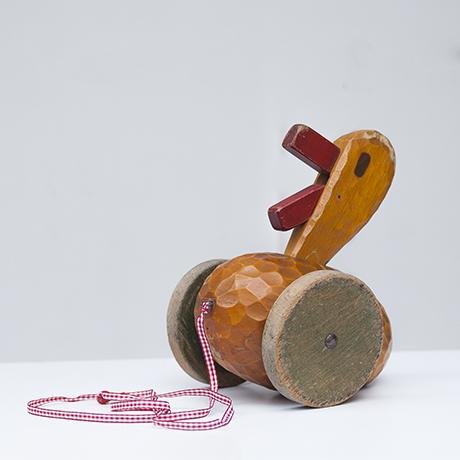Rudolf_Steiner_school_pull_duck