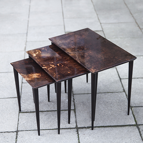 Schlichtes DesignAldo_Tura_nesting_tables_brown_1