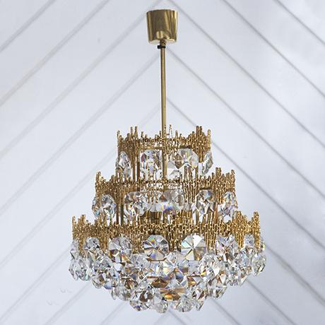 Schlichtes DesignPalwa_chandelier_crystal_1