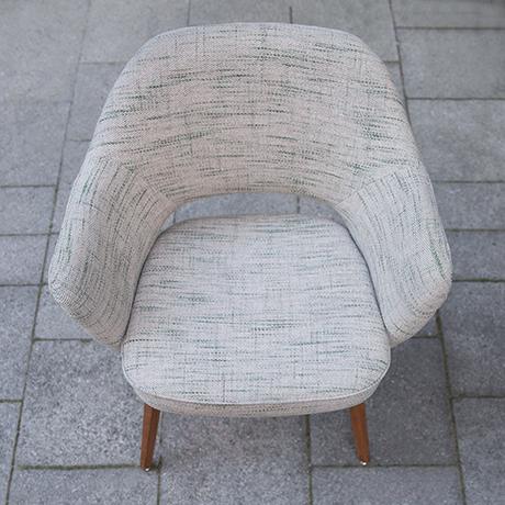 Eero_Saarinen_armchair_Knoll_International_pattern