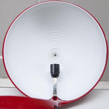 Martinelli-Cobra-table-lamp-red_11