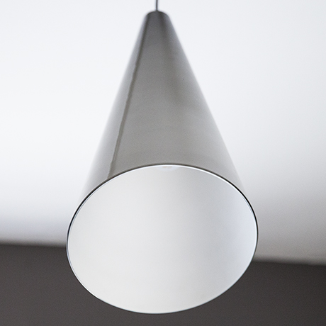 Fontana-Arte-haengeleuchte-lampe-grau