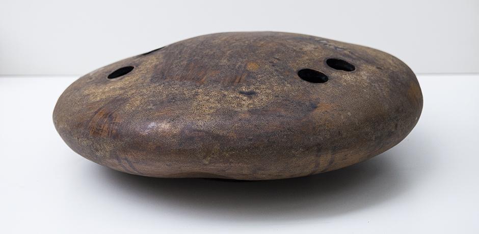 Helmuth-Schaeffenacker-vase-ceramic-maroon-flat