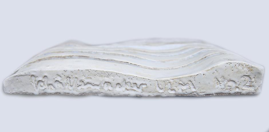 Helmuth-Schaeffenacker-wand-platte-wellen-hell-blau-keramik