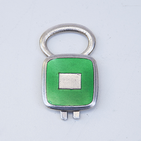 Gucci-key-holder-green-sterling-silver_1