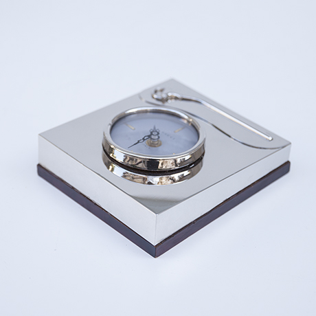 Gucci-table-clock-silver-italy