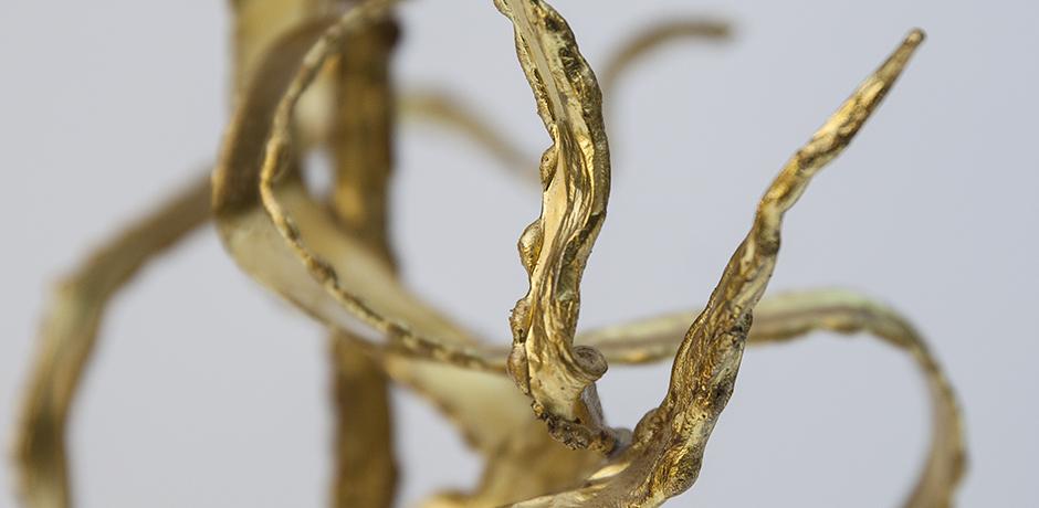 Moerenhout-table-lamp-brass-sculptural