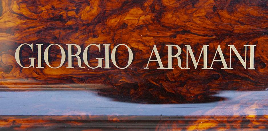 Giorgio-Armani-Perspex-kiste-braun