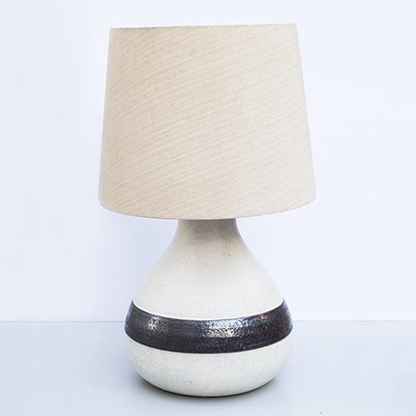 Schlichtes DesignBruno-Gambone-table-lamp-ceramic