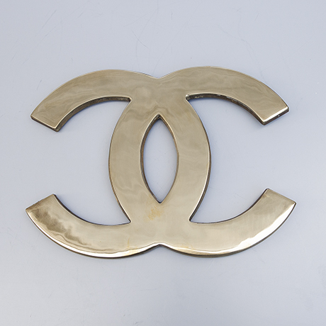 Coco-Chanel-door-handles-brass-golden