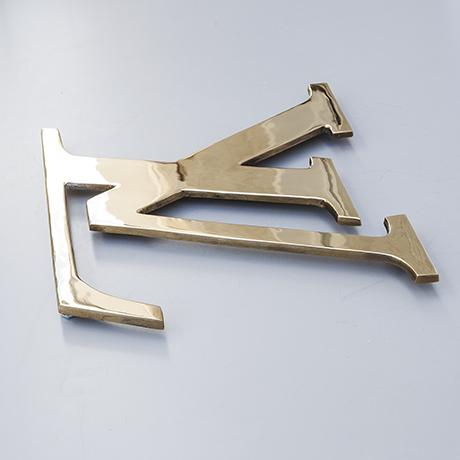 Louis-Vuitton-door-handle-advertising-sign