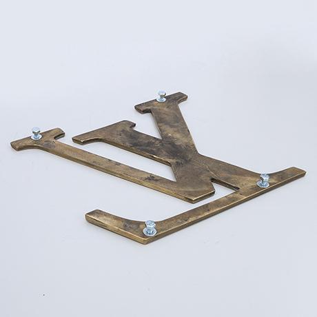 Louis-Vuitton-door-handle-brass