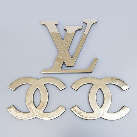 Louis-Vuitton-door-handle-brass-sign