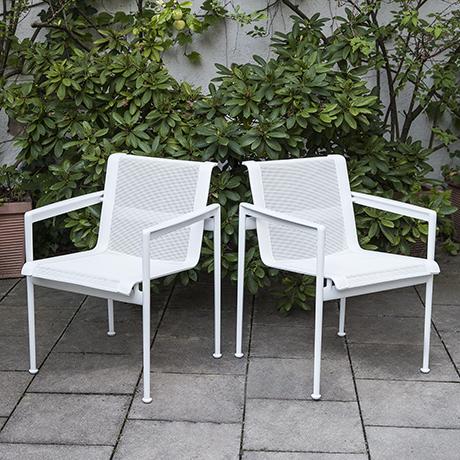 Schlichtes DesignRichard-Schulz-chairs-white