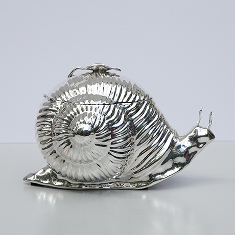 Teghini-serving-plate-snail-centerpiece