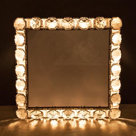 Bakalowits-Backlit-wall-mirror-lighting