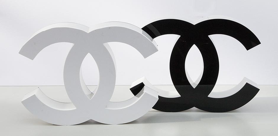 Coco-Chanel-letters-black-white-illuminated
