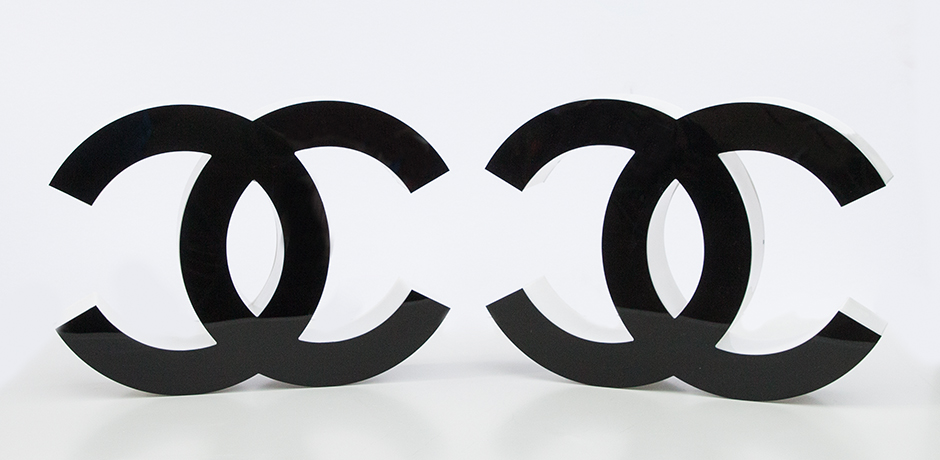 Coco-Chanel-buchtaben-leuchter-vintage