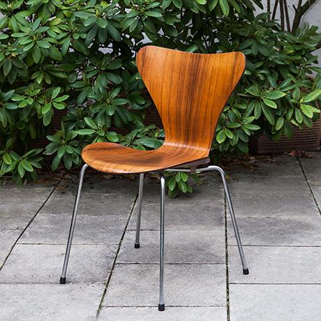 Fritz-Hansen-Arne-Jacobsen-chair-teak