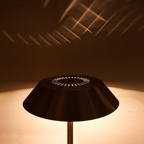 Hammerborg-table-lamp-brass