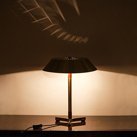 Hammerborg-tischlampe-lampe-messing-president