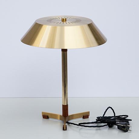 Hammerborg-table-lamp-brass-golden