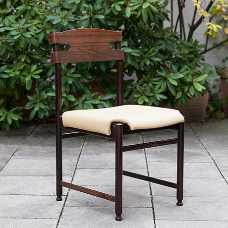 Osvaldo-Borsani-chairs-wooden-walnut