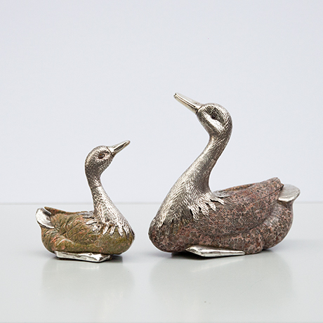 swan-figures-sculptures-silver-stone
