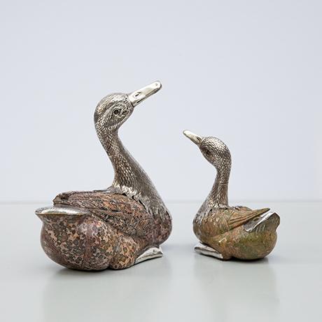 schwan-figur-skulptur-silber-stein