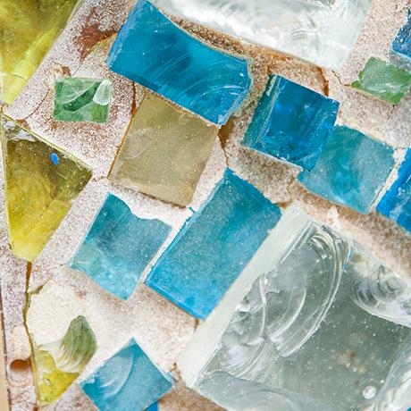 wall-lights-stone-glass-yellow-blue-green