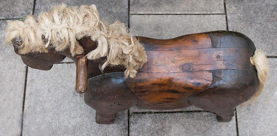 wooden-horse-toy-sculpture-handmade