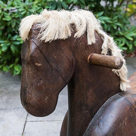wooden-horse-holzpferd-figur-skulpur