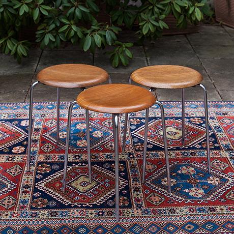 Arne-Jacobsen-Fritz-Hansen-dot-stool